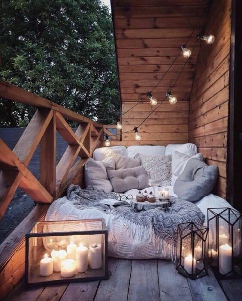 outdoor patio deck with globe lights